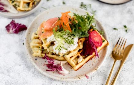 Recept - Waffle na slano so špenátom a údeným lososom