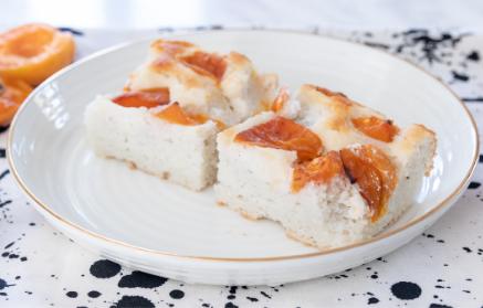 Web - Marhuľový hrnčekový koláč so sviežou chuťou