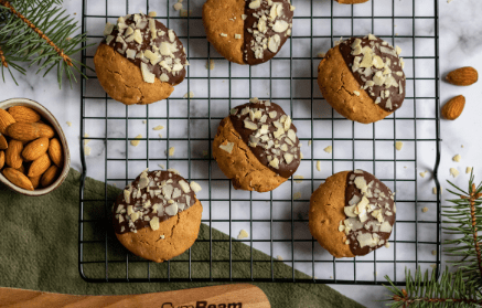 Web - Vianočné mandľové keksíky s čokoládou